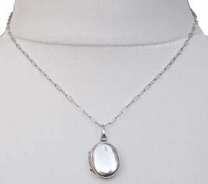 Vintage Plain Silver Locket with Fancy Silver Chain, circa 1970s