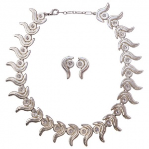 Silver Tone Swirl Design Diamante Link Necklace and Clip Earrings