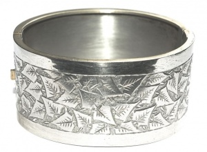 Antique Victorian Silver Tone Engraved Ivy Leaf Bangle