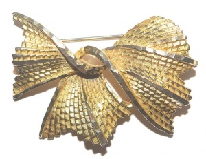 Vintage Gold Tone Bow Brooch