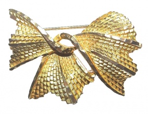Vintage Textured Gold Tone Bow Brooch