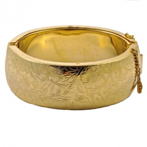 Vintage Wide Gold Plated Floral Bangle circa 1970s